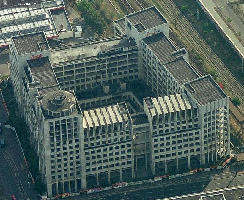 Passato e presente: un edificio di Aldo Rossi