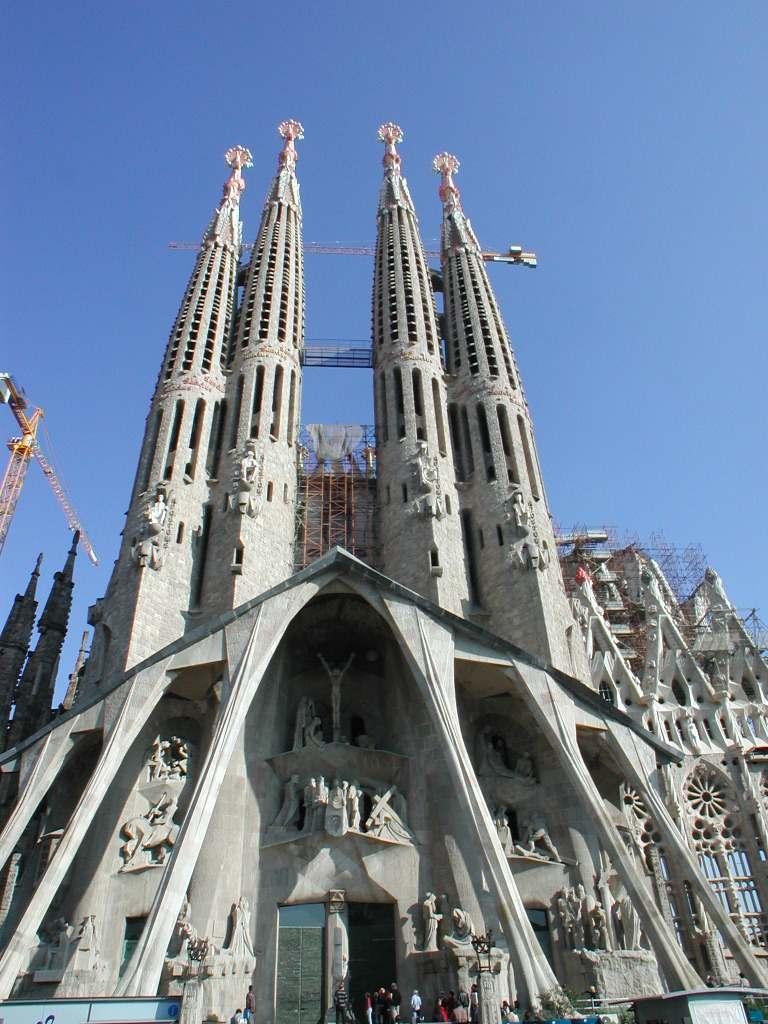 Sagrada familia becames basilica gizmo for Gaudi kathedrale barcelona