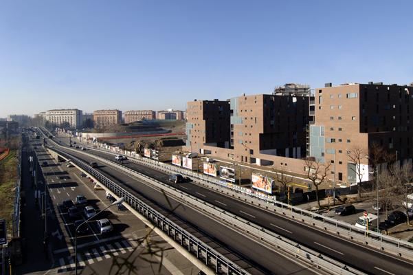 Cino Zucchi, Edifici in linea a edilizia convenzionata, vista da viale Serra, Milano