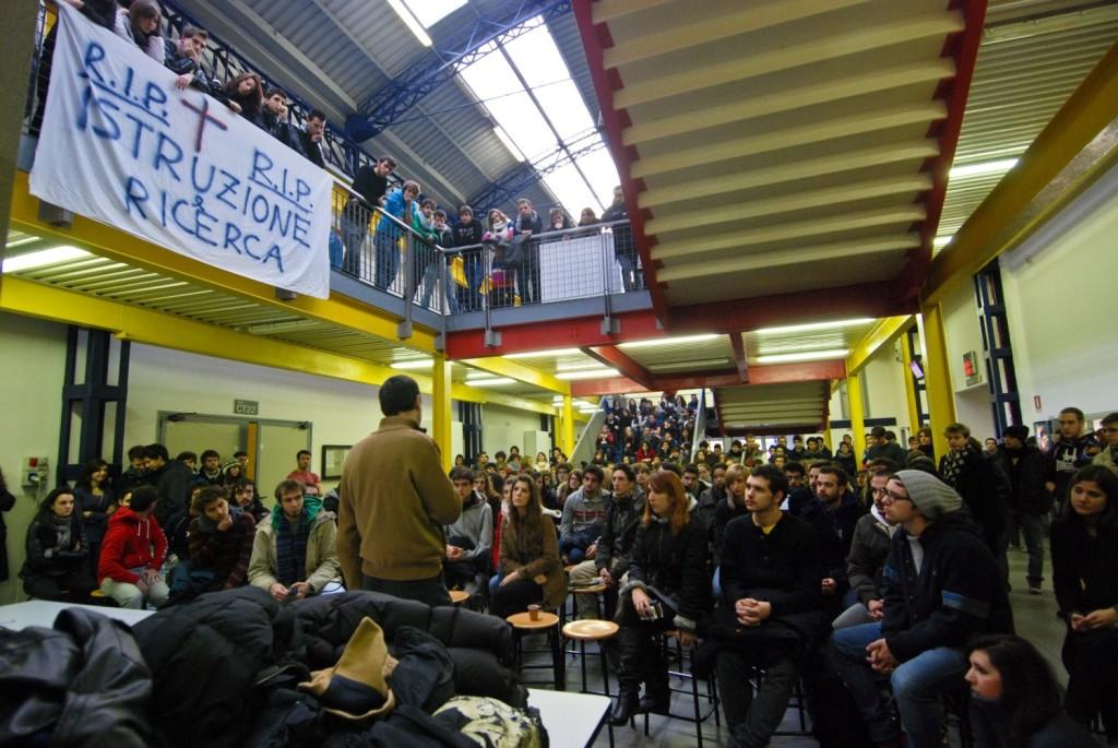 Bovisa - Assemblea in cui si decise l'occupazione del 3-4 dicembre 2010